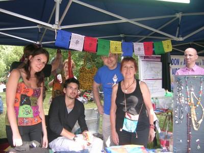 Des amis et bénévoles sur notre stand 400x300 Festival du Tibet 2011